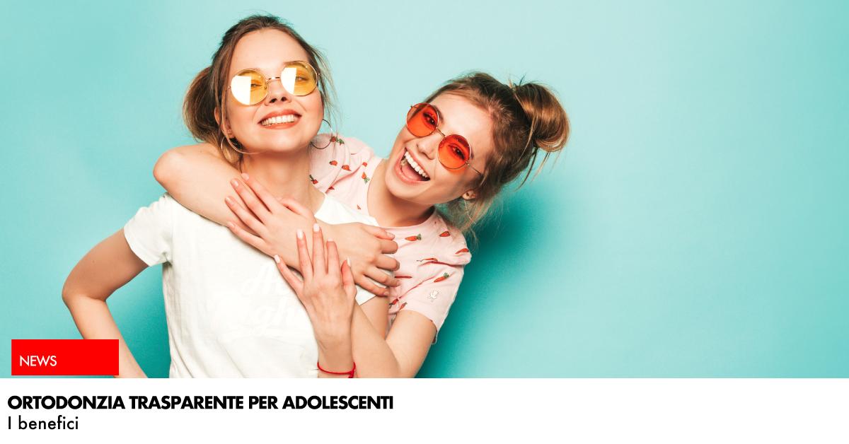 ortodonzia trasparente per adolescenti: ragazze che sorridono
